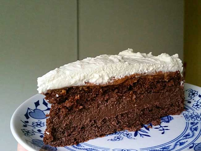 Čokoladna torta z mandljevim maslom