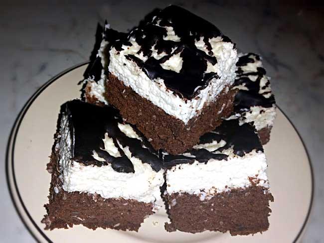 Čokoladno-kokosove kocke s kislo smetano