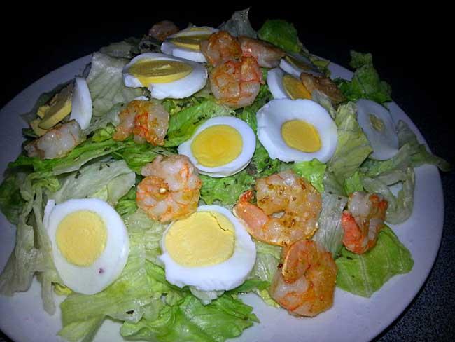 Solata z jajci in rakci