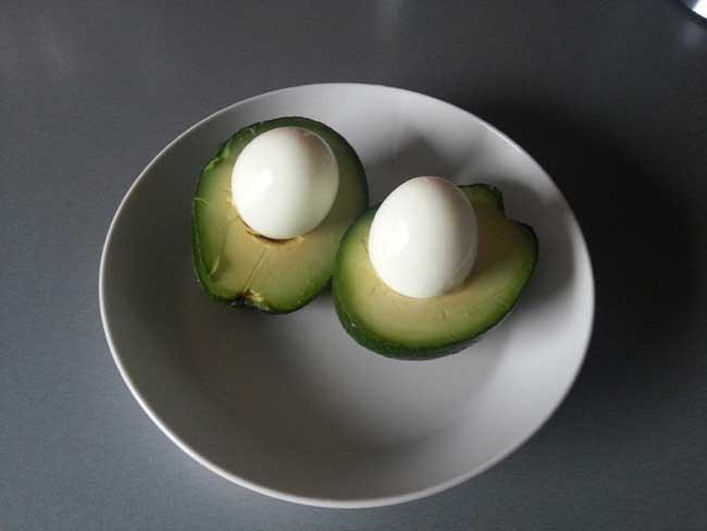 Avokado z jajci