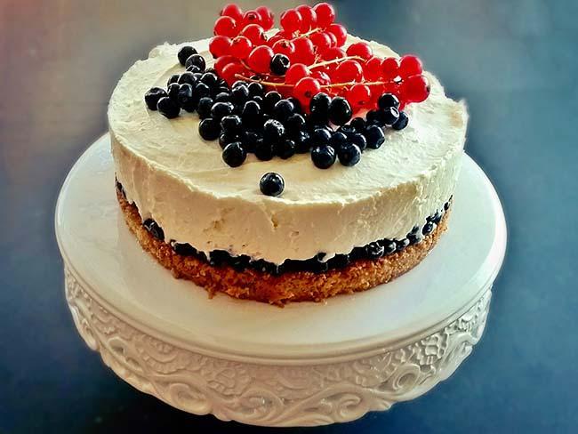 Skutina tortica z jagodičevjem