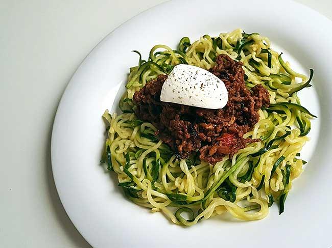Bučkini špageti z ragu omako