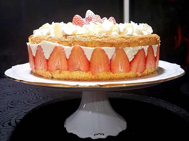 Limetina skutna torta z jagodami